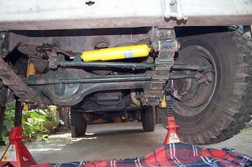 Mounting a steering damper